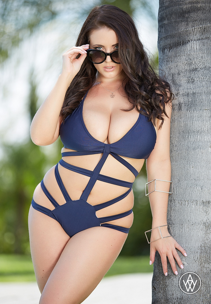Angela White Sweeps XCritic Awards With 6 Wins