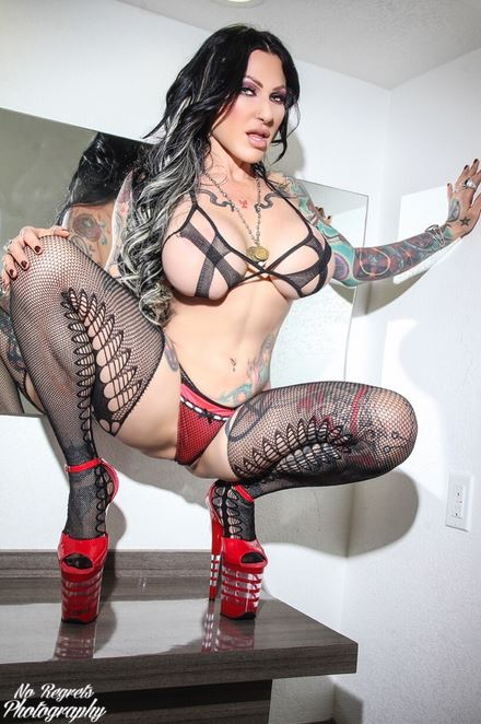 Jenevieve Hexxx Featured in New Best of Beaver Hunt Mag
